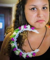 A Tiara Assassina. (TheJennire) Tags: camera flowers portrait people tiara flores cute me face canon cores photography photo eyes funny colours foto makeup olhos colores lips teen ojos cheeks crown 365 moment fotografia camara flowercrown 365days