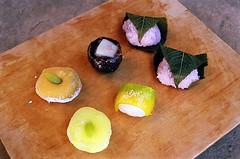 01750007-84 (jjldickinson) Tags: wood food dessert japanese longbeach mochi wrigley olympusom1 confectionery manju cuttingboard fujicolorsuperiaxtra400 fugetsudo promastermcautozoommacro2870mmf2842 promasterspectrum772mmuv roll495o2