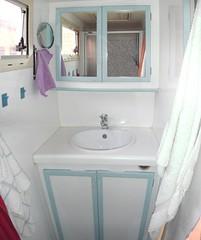 Bad - Waschtisch + Spiegelschrank (heinzwernerarens) Tags: ford bad motorhome wohnmobil thetford e350