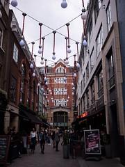 Rue de Londres (Dahrth) Tags: street london londres rue microfourthirds panasoniclumixgf1 lumix20mm 20mmpancake gf120 lumixmicroquatretiers lumixμ43
