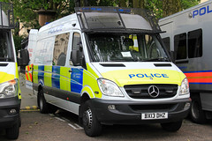Metropolitan Police Mercedes Sprinter Dog Section Van (PFB-999) Tags: dog colour wagon mercedes police vehicle leds service van met section metropolitan grilles k9 unit the mps sprinter lightbar trooping fendoffs bx13dhz