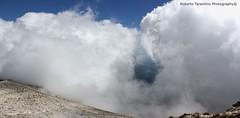 il lago di Fiastra nelle nuvole (Roberto Tarantino EXPLORE THE MOUNTAINS!) Tags: parco 2000 nuvole neve alta monte amici montagna marche umbria cresta sibillini vettore quota metri