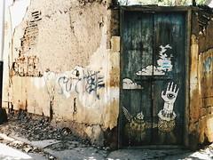 Endeble (leonardomuoz99) Tags: street door old morning house art underground avenida calle puerta nikon paint arte post venezuela pic coolpix viejo pintura grafity p500 aejo nikoncoolpixp500 endeble