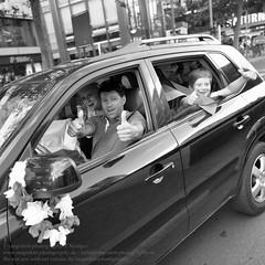 Siegesfeier deutscher und polnischer Fuballfans zur Fuball EM 2016 in Berlin (Agentur snapshot-photography) Tags: auto berlin rot car sport deutschland gold fan europa fussball emotion euro flag europameisterschaft polska victory vehicle match fans autos em fahne flagge deu schwarz jubel personen polnisch flaggen gruppenbild sieg freude wettbewerb fahrzeuge fahnen korso 2016 pkw siegesfeier gestik publicviewing geste deutschlandfahne fussballspiel deutschlandflagge personenkraftwagen gesten autokorso fanmeile polnische fussballfan nationalfarben nationalflagge optimistisch fussballfans randbild reaktion polnischer nationalfahne fussballmatch guppenbild landesfahne landesflagge siegeszeichen nationfahne ffenltich nationafahnen victioryzeichen
