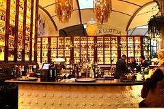 Moments_0104 (Joanbrebo) Tags: barcelona people bar restaurant cafe gente gent nacional autofocus eixample lunaphoto efs18135mmf3556is canoneos70d