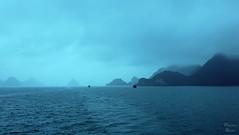 Perfect Fog - Ha Long Bay (Vietnam) (Photonenblende) Tags: ocean travel blue mountains weather fog d50 landscape island bay nikon meer wasser nebel outdoor turquoise vietnam insel berge blau landschaft wetter halongbay reise kste bucht trkis ozean tamronsp