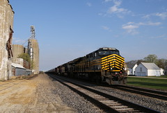 NKP at Chana (JayLev) Tags: ns elevator chana 8100 norfolksouthern nickelplate nkp bsnf