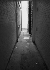 ALLEYWAY5 (Davesuvz) Tags: old england bw black english stone blackwhite alley cottage backstreet cobble alleyway cobbles