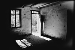 abandono (thaslehmann) Tags: old blackandwhite house abandoned arquitetura architecture pretoebranco riograndedosul abandonado casaantiga