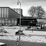 "Schouwburgplein Venray anno 1982 <a style=""margin-left:10px; font-size:0.8em;"" href=""http://www.flickr.com/photos/99860362@N04/9444400862/"" target=""_blank"">@flickr</a>"