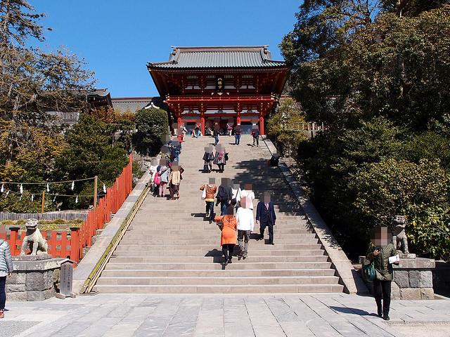 本殿へ行きましょう|鶴岡八幡宮