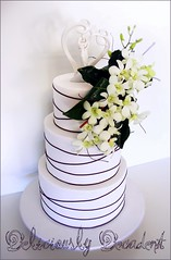 extended height orchid wrap (Deliciously Decadent (Taya)) Tags: wedding bali orchid beach cake del gold coast weddingcake tropical goldcoast decadent deliciously deliciouslydecadentcakedesign