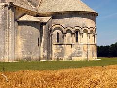(manu/manuela) Tags: summer france church field corn estate roman chiesa été romanesque église champ blé romane charentemaritime lichères