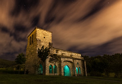 Iglesia de Oteiza de Berrioplano (pgaros) Tags: longexposure sky espaa cloud lightpainting verde green church night stars landscape graffiti noche spain scenery nightshot cloudy flash iglesia paisaje le cielo nubes estrellas nocturna nublado insomnia insomnio navarra largaexposicin oteiza berriozar paisajenocturno berrioplano nuevoartica oteizadeberrioplano pgaros pablogarcaoss vision:sunset=097 iglesiadeoteizadeberrioplano bergazki wwwpgarciaosescom