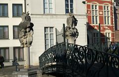 Gand, quai St-Antoine, pont (Ytierny) Tags: sculpture statue horizontal architecture canal belgique pierre belgi moderne pont maison gent faade gand et flandreorientale stantoniuskaai quaistantoine ytierny