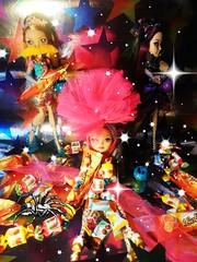 HAPPY HALLOWEEN TO EVERYONE!  (RochelleGoyle (CupcakeFreak17)) Tags: white scarlett halloween apple beauty abbey monster happy rebel maddie high dolls royal ella freaky frankie queen after custom fabulous madeline raven ever stein briar hatter ashlynn biminable vision:plant=0702