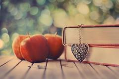 * (Chocolate Kurai *) Tags: apple colors canon book heart bokeh valentinesday chocolatekurai vision:outdoor=0639