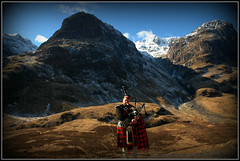 Music of Scotland (Terezaki ✈) Tags: blue light red sky people music snow man mountains clouds landscape photography scotland photo highlands day searchthebest folk celtic pictureperfect traditionalmusic naturesfinest 100faves 50faves 100favs anawesomeshot flickrdiamond theperfectphotographer