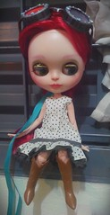 Eleanor roubou a roupa da Midori.   E ficou linda !!!  Hahahah