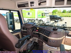 Volvo VNL 670 2014 Dashboard and floor (Trucks and nature) Tags: auto comfortable america truck volvo big hp power suspension diesel quality interior air shift turbo chrome american seats rig automatic transmission gearbox sleeper stacks 670 vn 780 435 vnl i ishift