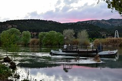 Barca de Garcia. (nuriamasip) Tags: sunset detail reflection green colors rio river landscape boat reflex nikon barca views reflejo ebro puesta brilliant riu postadesol ebre riberadebre
