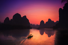Xingping & Sunset (Lus Henrique Boucault) Tags: china longexposure travel sunset mountain nature colors cn sunrise landscape boat asia outdoor guilin yangshuo clear xingping guangxizhuangzuzizhiqu guilinshi