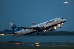 (cvillandry) Tags: boston aviation airbus jetblue bluehour panning a320 airbusa320