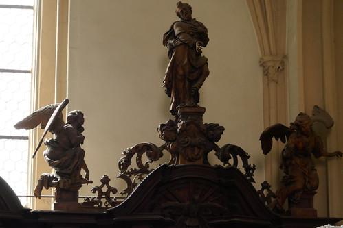 Figury na konfesjonale południowym (1717-20, Klahr Starszy) w kościele Wniebowzięcia NMP w Kłodzku