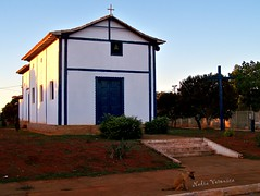 Igrejinha na comunidade de Peixe Cru/ Little church at the Peixe Cru community/ Kleine Kirche in der Gemeinde Peixe Cru. (nadia.veronica) Tags: brazil dog minasgerais co church southamerica kirche hund igreja valedojequitinhonha bgtmg jequitinhonhavalley turmalinamg comunidadepeixecru