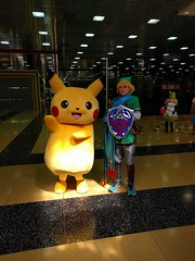 Pikachu and Link (blueZhift) Tags: anime comics costume illinois cosplay nintendo manga rosemont videogames convention link pikachu pokemon zelda legendofzelda acen 2016 animecentral