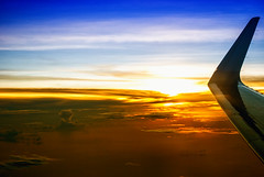 10M de atardecer (EzequielBadin) Tags: aviones airbus aereolinea viaje airport nikon d3000 atardecer ventana sol