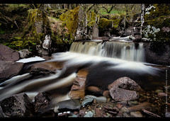 Bracklinn Falls, Callander (RusseII Lees) Tags: uk scotland waterfall rocks long exposure russell falls le trossachs lees callander 1s bracklinn strilingshire