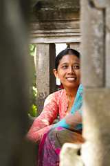 pauze tijdens de rituelen (Donna Da Yettta - @work & study) Tags: vacation people food woman tourism girl beautiful smile fruit indonesia asian religious temple happy gold golden dance costume women village open outdoor head walk traditional religion pray rich young ceremony silk culture gifts tradition ethnic hinduism