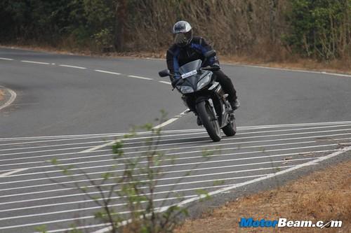 2013-Yamaha-R15-07