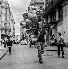 Le vendeur de ballon (StylelaB) Tags: life street boy people bw white man black paris france film monochrome beauty photography blackwhite kodak ballon young streetphotography photojournalism streetlife ishootfilm iso 400 epson v600 sell yashica parisian beutiful yashicamat124g parisien filmisnotdead stylelab ahuypham