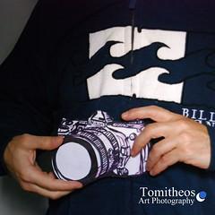 Art and Photography (Tomitheos) Tags: illustration nikon billabong opticalillusion inmyhand ärt drawingvsphotography pho·tog·ra·phy fəˈtägrəfē tomitheosartphotography handdrawncamera october1st2013 definitionofartandphotography