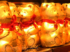 choc b_9969w (cdn-pix) Tags: red happy gold golden chocolate bears row ribbon bows sittin