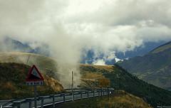 Un paseo por las nubes... (Ferny Carreras) Tags: road sky mountains clouds carretera cel cielo tráfico nubes montañas trafic pirineos pirineus nuvols nwn señal bajas muntanyes baixas boitaull pirynees