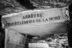 Catacombes, Paris. (Jérôme Cousin) Tags: bw white black paris france monochrome cemetery grave de nikon noir ile os nb bones bone mm monochrom nikkor 18 50 75 et blanc cimetiere tombe catacombes squelette paname ossements squelettes d700