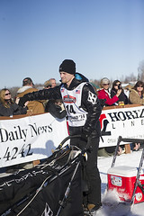 "Musher Dallas Seavy giving a ""high five"" to a fan at the start of the 2014 Iditarod (Bower Media) Tags: alaska anchorage willow nome sleddog iditarod iditarodsleddograce seavy larrydonoso 1049miles larryadonoso photolarryadonoso dallasseavy"