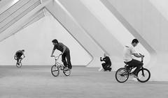 Cada loco con su tema (Pedro Daz Molins) Tags: street city urban white black blanco valencia sport museum calle spain nikon bmx extreme negro arts ciudad bicicleta pedro deporte urbano museo artes bikers riders diaz d800 ciencias tribu molins ciences piterart