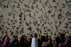 DSC06930 (oliveplum) Tags: people tourism architecture sony uae abudhabi grandmosque sheikhzayedmosque leica60f28macro