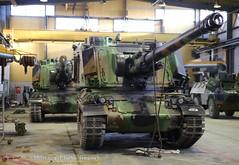 AUF-1 dans les garages du 40ème RA (Model-Miniature / Military-Photo-Report) Tags: self canon french 1 photo gun military report mm ra auf amx 155 propelled howitzer 155mm auf1 régiment automoteur modelminiature dartillerie 40ème suippes amxauf1