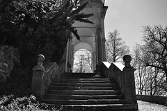 via delle cappelle (tomascecco) Tags: italy church blackwhite nikon steps lombardia varese bianconero sacromonte cappelle