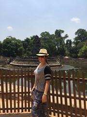 Jolle au Cabodge avec Globalong (infoglobalong) Tags: temple cambodge asie enfants cultures aide bouddhisme ducation soutien bnvolat enseignement bnvoles volontaires handicaps volontariat globalong humanitariat