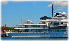 Mega Yacht Tatoosh docken in St Petersburg, Florida (lagergrenjan) Tags: mega yacht tatoosh st petersburg harbor florida helicopter