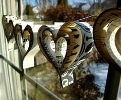 Diy: Valentine's Day Paper Hearts Garland (irecyclart) Tags: diy heart garland valentinesday paperampbooks