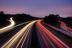 Lichtspuren (tankredschmitt) Tags: flickr wordpress autobahn duisburg ruhrgebiet nachtaufnahme blauestunde lichteffekte stimmungen lichtspuren