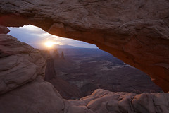 Mesa Arch sunrise (JR-pharma) Tags: road park trip usa southwest west classic nature america canon french liberty eos 1 nationalpark spring arch mark south united arches roadtrip national libert canyonlandsnationalpark canyonlands april 5d canon5d states archesnationalpark archesnp avril parc printemps franais mesa southwestern 2014 aventure mesaarch canoneos5d parcnational photoroadtrip parcnationaux mesaarchsunrise jrpharma