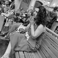 Public Viewing zur Fuball EM 2016 in Berlin (Agentur snapshot-photography) Tags: bw berlin sport deutschland restaurant fan blackwhite tv europa fussball euro flag europameisterschaft trkei match sw fans em schwarzweiss fahne flagge fernseher deu kneipe gastronomie effekt personen fernsehen flaggen wettbewerb fahnen 2016 trken leinwand publicviewing trkische fussballspiel fanmeile fussballfan bertragung nationalflagge fussballfans randbild fernsehbertragung nationalfahne fussballmatch grossbildleinwand landesfahne landesflagge ffenltich